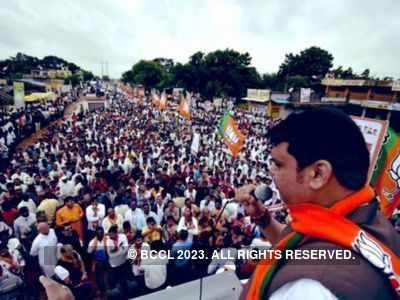 Arun Jaitley's demise: Maharashtra CM Devendra Fadnavis suspends 'Mahajanadesh Yatra'