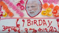 BJP workers organise cake cutting ceremony in Patna ahead of PM Modi's birthday