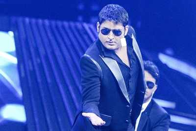 Kapil Sharma kicks off comeback show; here's the first look of the set