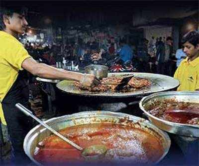 A Living Heritage: Bhatiyar Galli comes alive in evening, serves non-veg food in traditional style