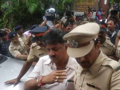 Karnataka Political Crisis: SC to hear plea of MLAs on Thursday; DK Shivakumar sent back to Bengaluru