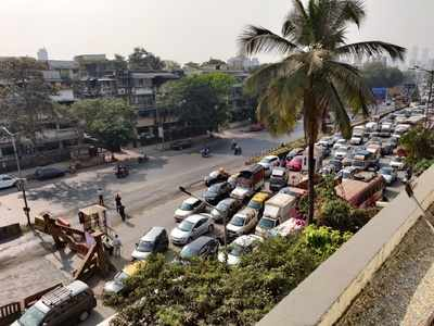 Massive traffic jam towards Dadar from Thane as Sion flyover remains closed over weekends for the next two months