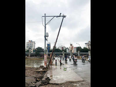 Tilted pole on Baba Bhidge Bridge a hazard