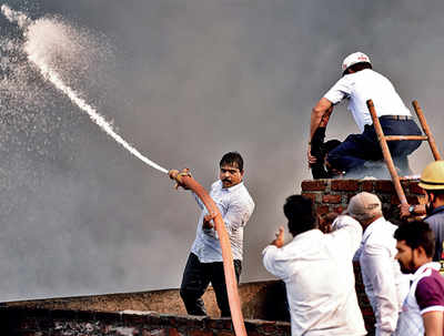 Pune Fire: Helping hands in a moment of crisis