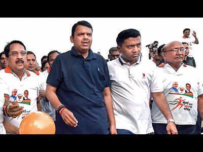Goa CM Pramod Sawant joins Devendra Fadnavis for a morning walk