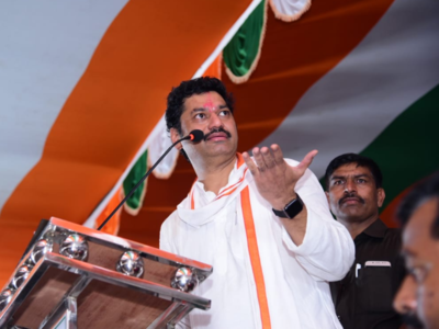 Dhananjay Munde locks horns with cousin Pankaja Munde over Parli
