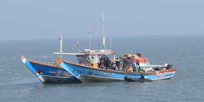 Two boats collide off Vasai coast; one fisherman goes missing