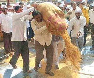 Farmers in Surat dump produce