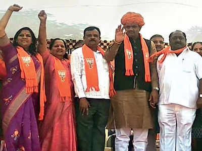 Cong MLA Asha Patel joins BJP as worker