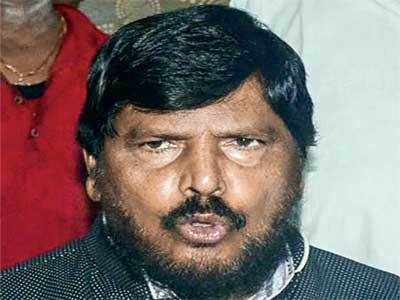 Athawale bats for 25% quota for upper caste poor