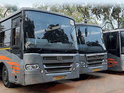 Traffic cops detain 5 errant BRTS buses