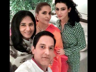 Socialites attend Jitish Kallat's show at the Famous Studio in Mumbai