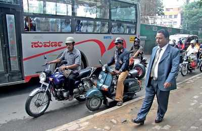 Sacked as Vice-Chancellor for corruption in 2016: VTU's con man is Cong man for party's IT cell. Tech tricks guaranteed