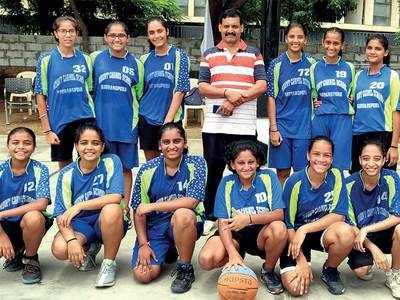 Mt Carmel girls win basketball tourney