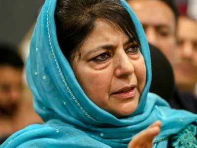 Mehbooba meets Abdullahs, vows to restore J&K's special status