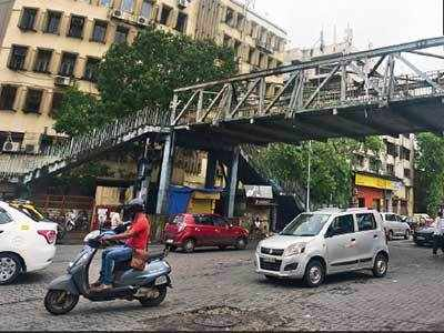 Slabs of P D'Mello Road FOB declared unsafe, BMC to decide whether to repair or demolish it