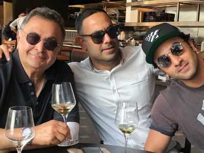 Neetu Kapoor shares picture of her 'super men' Rishi Kapoor, Ranbir Kapoor and Bharat Sahni