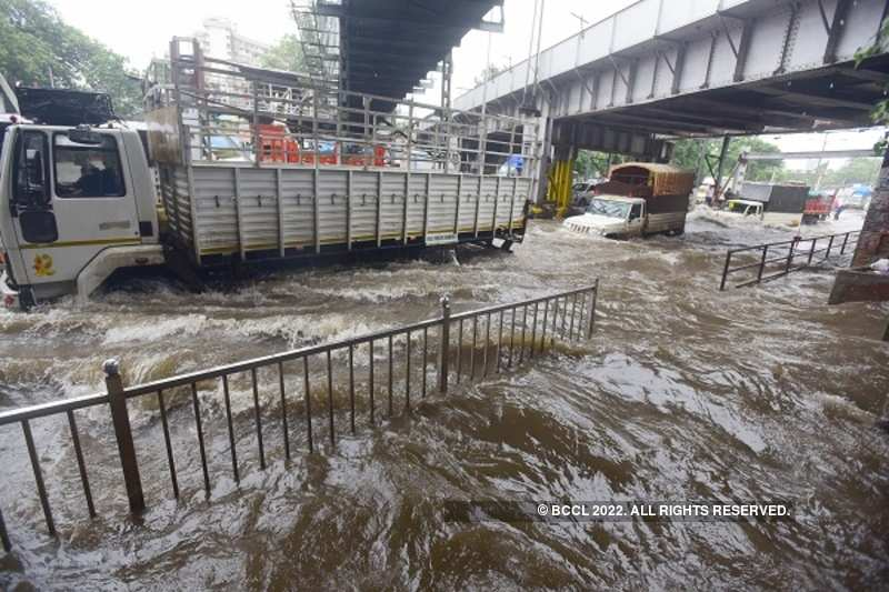 Heavy rains makes life difficult in Mumbai