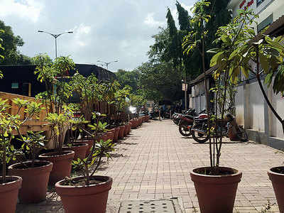 Illegal parking takes over Kothrud footpath