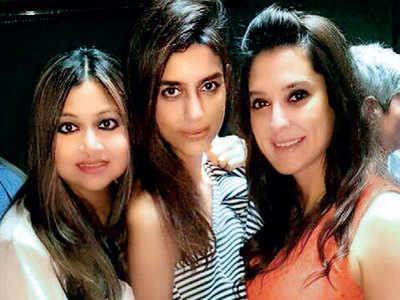 Atul Kasbekar, Zubin Marker, Anju Chulani among others attend brunch at Apeksha and Sumeet Chopra's house