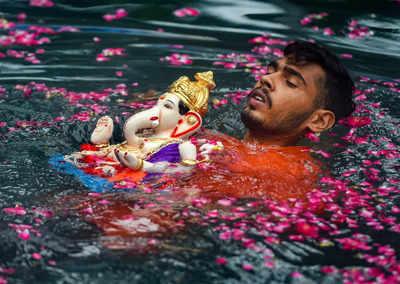 Ganeshotsav LIVE Updates: Thousands of idols immersed in Mumbai
