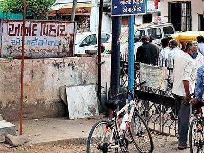Anand Vihar residents oppose builder's 'tactics'