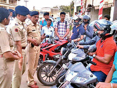 Pune traffic police prove honking isn't necessary