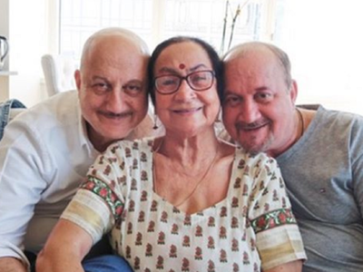 Anupam Kher updates about mother Dulari's health, urges people to show love to parents