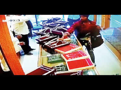 Sacked Jalgaon cop arrested in jewellery store robbery case