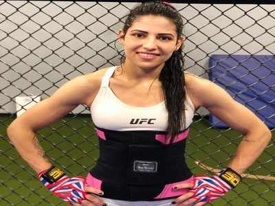 UFC fighter Polyana Viana beats up would-be thief