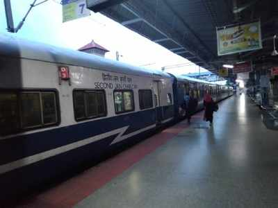 First train among 200 special trains departs from Mumbai CSMT for Uttar Pradesh