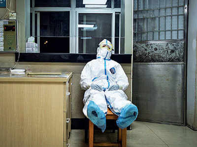 1,716 health workers infected, six dead: China health official
