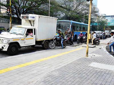 Senapati Bapat Road can't make light of its traffic woes