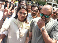 Sanjay Dutt to campaign for his younger sister Priya Dutt