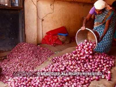 Onion prices soar to Rs 100/kg in Mumbai, Pune; Centre relaxes import norms