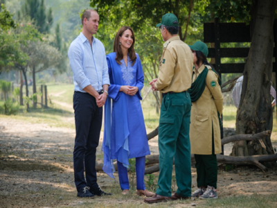 Kate Middleton shows off her stunning traditional wardrobe during Pakistan visit