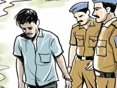Andheri: Auto driver clicks pictures of teen, held