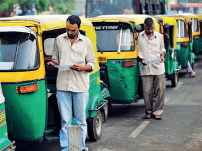 Driver goes to feed birds, loses rickshaw