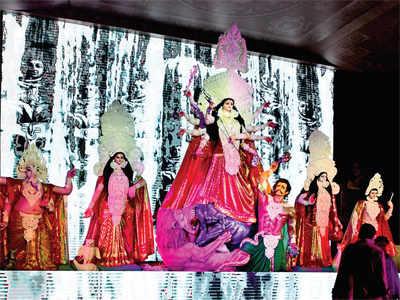 Pandal-hopping for Durga Puja with Kajol, Rani Mukerji, Abhijeet and the Chatterjee-Samanta family