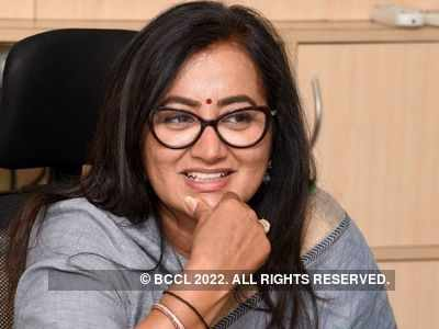 Sumalatha Ambareesh defeats Nikhil Kumaraswamy by huge margin; creates history by winning as an independent candidate in Karnataka Election Results 2019