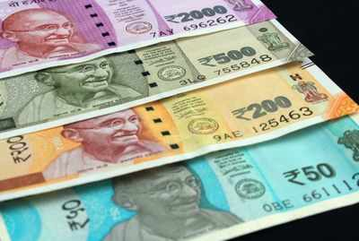 Rupee dips 9 paise to 71.17 against dollar in early trade; focus on interim budget