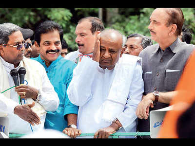 2 more K'taka MLAs resign, Cong on edge