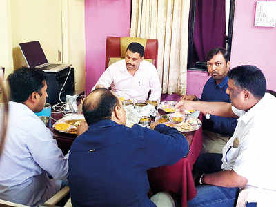 Chaturshringi cops seen lunching with man who has case against him in PS