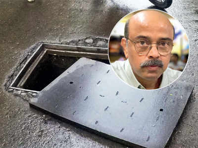 Mumbai rains: Has Dr. Amrapurkar been forgotten as BMC ignores calls on open manhole; Mumbaikar stands guard to warn motorists