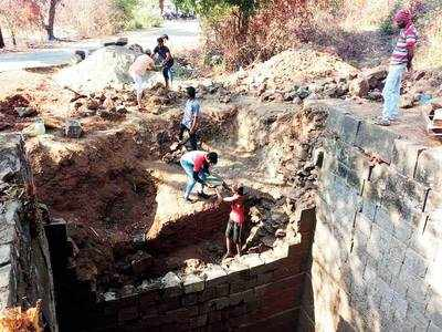 Maval youths restore 400-yr-old step-well