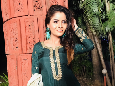 Television actress Gehana Vasisth hospitalised, extremely critical