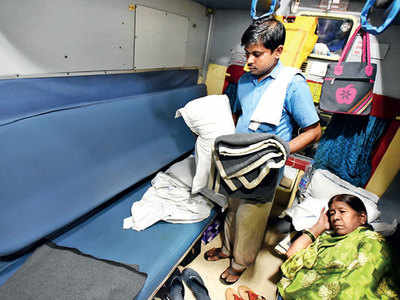 What should the Indian Railways do to stop theft of items from AC coaches?