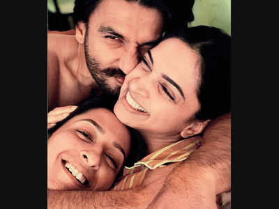 Deepika Padukone gets 'sandwiched' between Ranveer Singh and Anisha Padukone