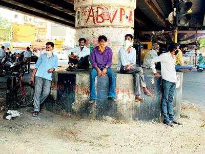 Workers come back to city's mazdoor addas