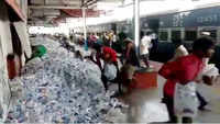 Migrants loot water bottles at Deendayal Upadhyay station, video goes viral